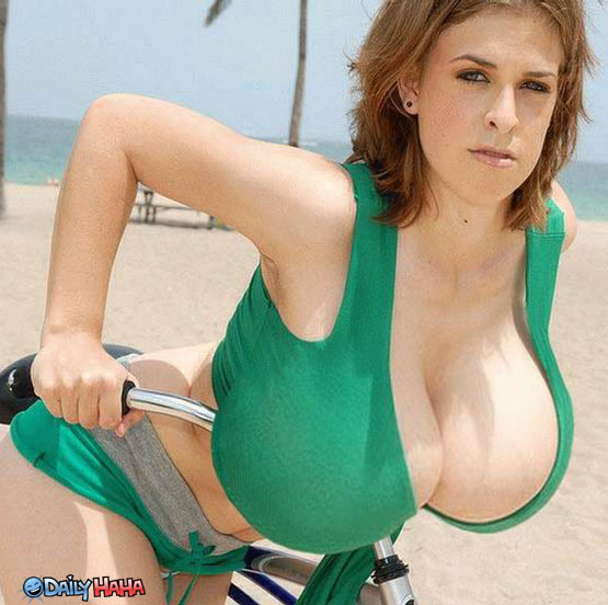 giant_boobs_biker.jpg_1286408042.jpg