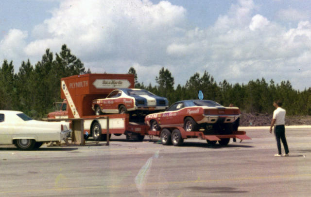 SOX 1970 TWO CARS AND TRAILER.jpg