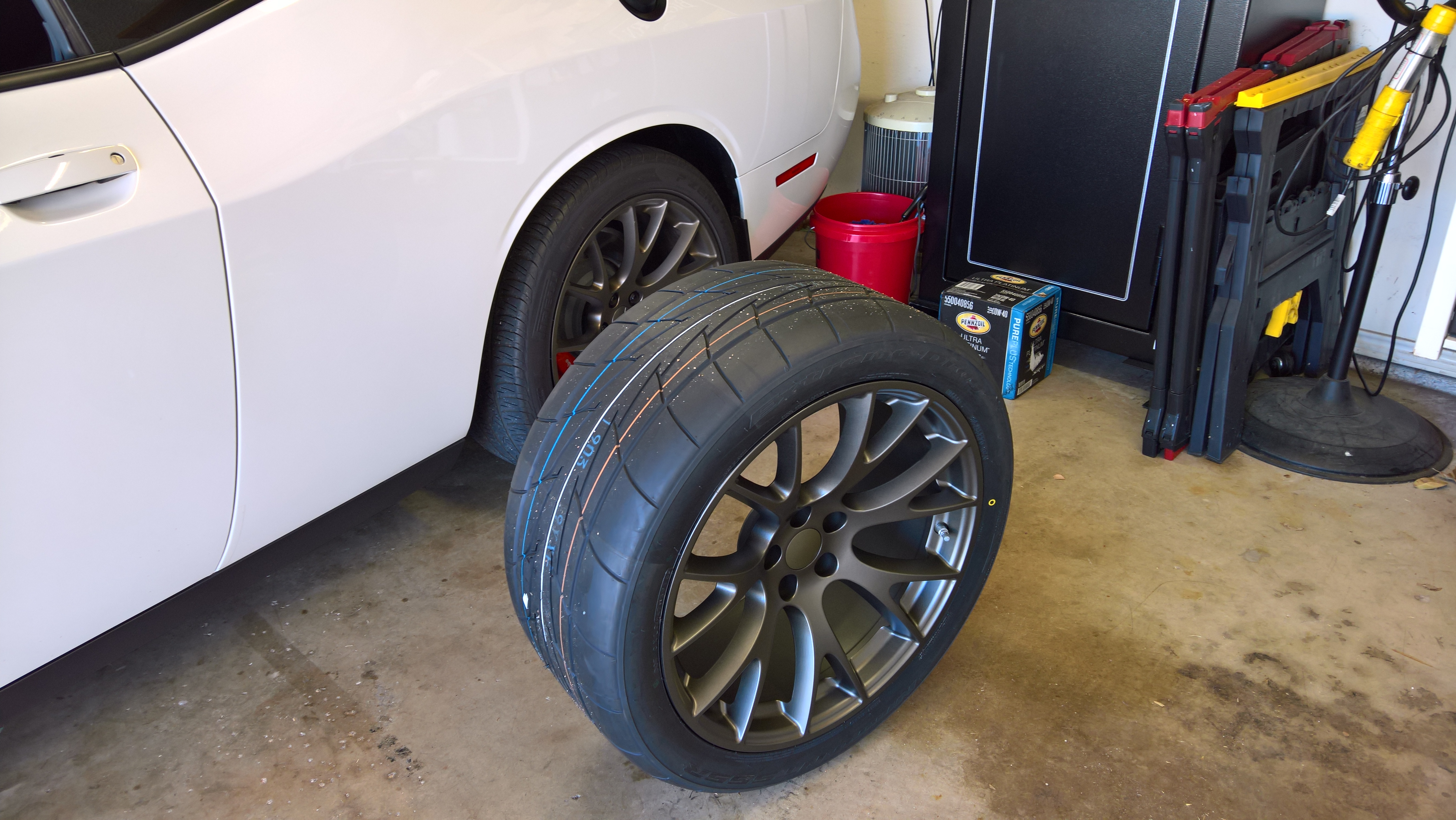 Hellcat Life Changer Nitto 555r 305 35r20 On Stock Rims